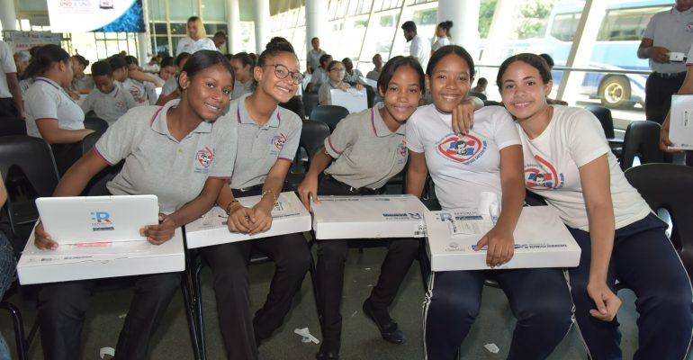 MINERD ha entregado 229,480 computadoras a estudiantes y 23,813 a docentes de centenares de centros educativos