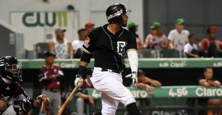 Estrellas inscriben a José Marmolejos y Angelo Mora en su roster