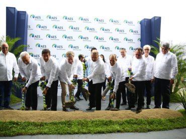 Danilo Medina asiste a primer palazo construcción del parque solar AES Bayasol