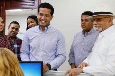 Omar Fernández inscribe candidatura a diputado por el DN ante JCE