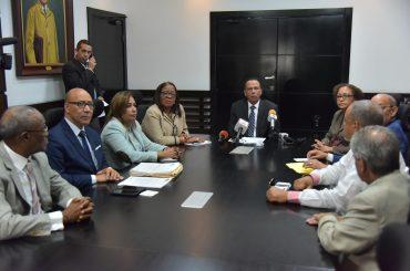 Ministro Peña Mirabal reitera está abierto al diálogo con ADP para discutir problemas con racionalidad y compromiso