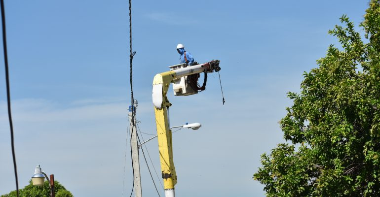 EDENORTE instala servicio 24 horas en Guatapanal y Hato Nuevo, Mao