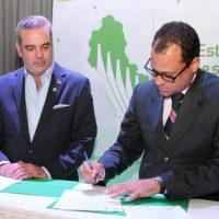 Abinader firma compromiso con sectores sociales y económicos de San Cristóbal