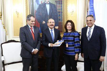 Presidente Danilo Medina recibe informe sobre Gobernanza Pública en RD de la OCDE