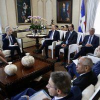 Presidente Danilo Medina recibe informe sobre evaluación y diagnóstico del precio de los combustibles