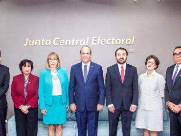 Pleno JCE informa recibe misión de OEA para elecciones municipales