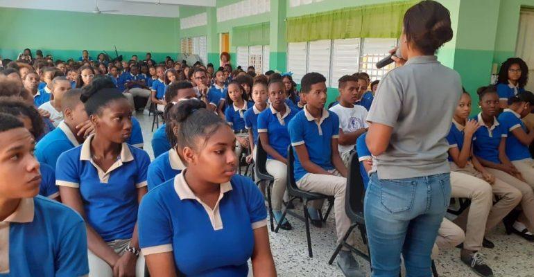 MINERD y Policía Nacional llevan charlas por valores ciudadanos a la comunidad educativa