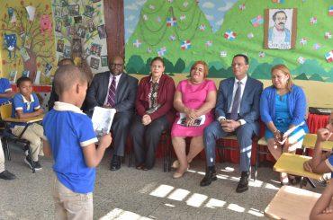 Director de USAID resalta importancia del Plan Leer en las escuelas para desarrollar a los estudiantes de RD