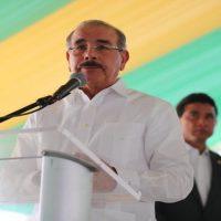 En Montecristi, Danilo anuncia medidas evitarán inundaciones mientras se termina construcción presa Dos Ríos y asfaltado calles Castañuelas