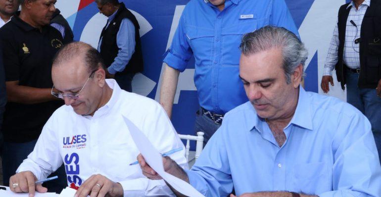 Abinader firma acuerdo para construir planta de aguas residuales, presa de Ámina y otras obras importantes