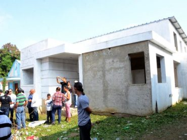 Alcalde Abel Martínez acude al barrio Las Flores y autoriza terminación casa club con Presupuesto Participativo