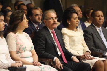 VIDEO:Presidente Danilo Medina y primera dama, Cándida Montilla de Medina, acuden a misa Día Nuestra Señora de la Altagracia