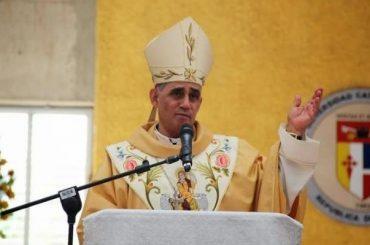 Arzobispo de Santiago condena compra de cédulas; exige se castigue este delito