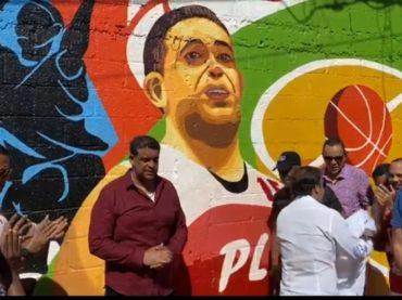 Alcaldía honra legendario baloncestista Tony Marte con un mural de ciudad
