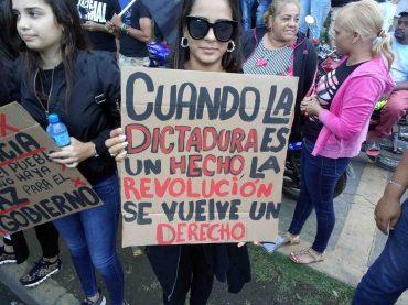 Miles de personas se manifiestan frente a la JCE por la crisis electoral