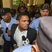 Exembajador apela sentencia que lo condenó a 20 años de cárcel por violación a hijastra