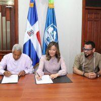 SRSM y Junta de Vecinos Jesús Nazaret firman acuerdo para instalación Centro de Atención