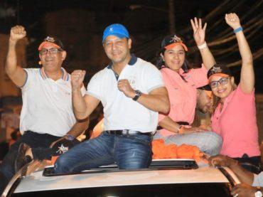 Zona Sur recibe con desbordante entusiasmo al alcalde Abel Martínez en exitoso recorrido