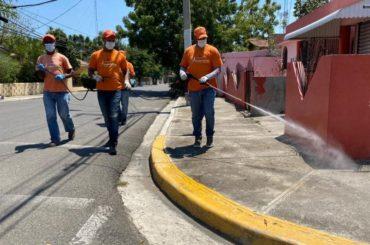 Alcalde Abel Martínez mantiene brigadas al servicio de Santiago para limpieza y desinfección; recomienda a quedarse en casa
