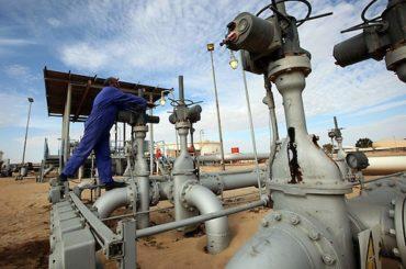 Wall Street abre con ligero aliento, petróleo Texas en baja