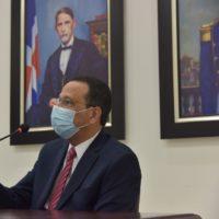 Ministro Peña Mirabal envía emotivo mensaje a la comunidad educativa y al país
