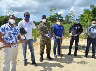 Ministerio de Educación inicia celebración de la Semana del Árbol con plantación de distintas especies en ribera del río Ozama