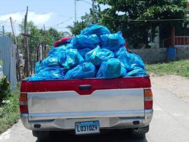 Ayuntamiento de Puñal entrega raciones alimenticias a familias de escasos recursos de ese municipio